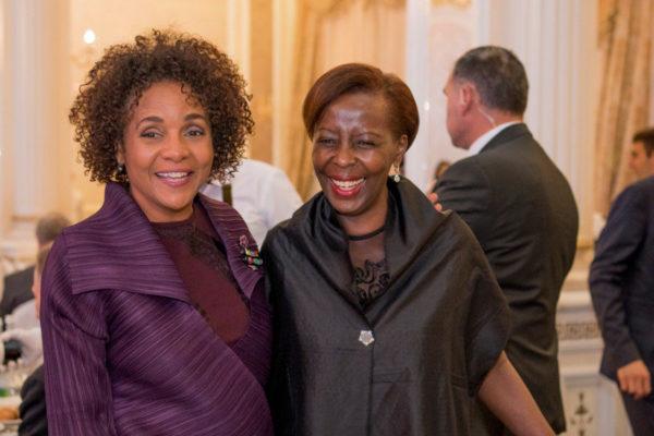 Michaëlle Jean y Louise Mushikiwabo durante el trabajo preliminar de la Cumbre de la Francofonía en Ereván el lunes 8 de octubre. Fuente: OIF