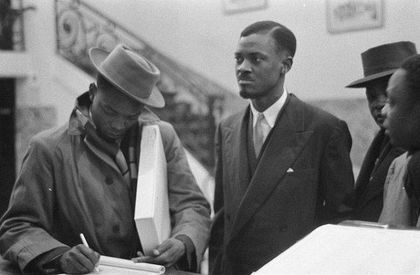 En el medio, Patrice Lumumba. Fuente: Wikipedia