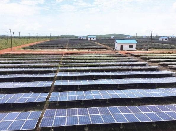 Paneles solares de 40 mégawatios en Mangoadze, Ghana. Fuente: DR.