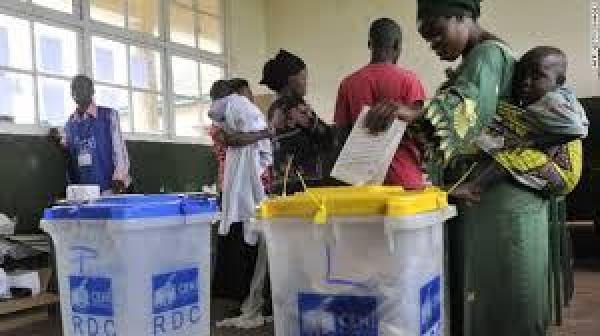 Los votantes congoleños emitieron sus votos el día 30 de diciembre. La participación fue alta. Muchos tuvieron que esperar horas para votar. Foto: sfbayview.com.