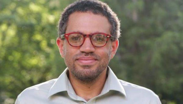 Profesor Vincent W. Lloyd. Fuente: Black Agenda Report.
