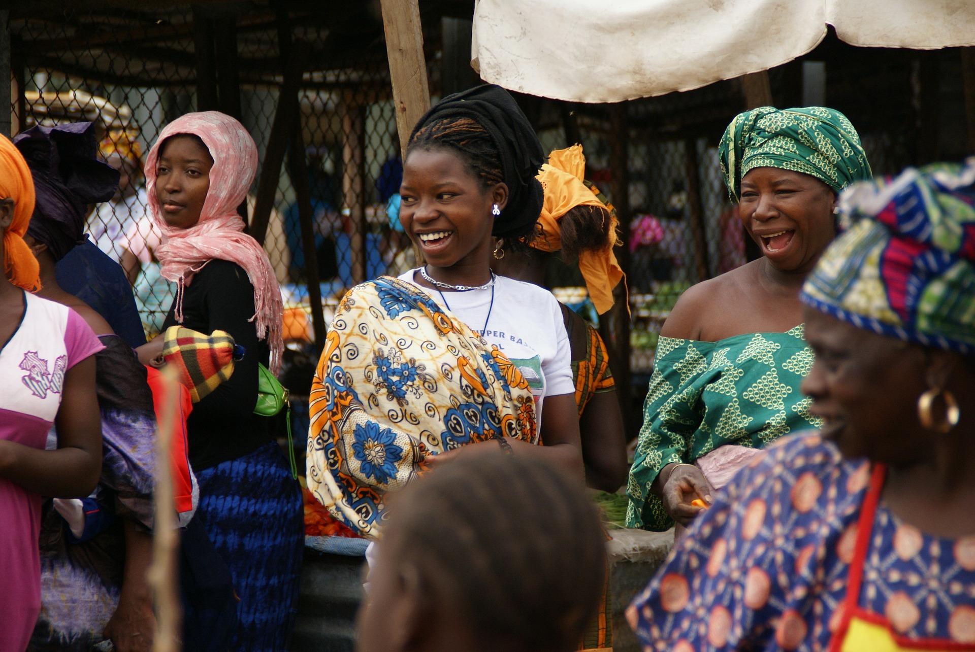 Mujeres gambianas. Fuente: Pixabay.