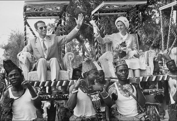 El rey Baduino de Bélgica y su esposa, la reina Fabiola, durante su viaje a Kisangani, el 26 de junio de 1970. Foto: AFP (recuperada de Ingeta).